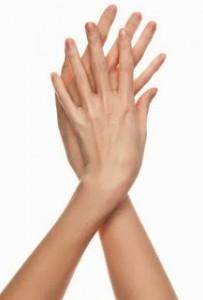 manos-largas-y-delgadas